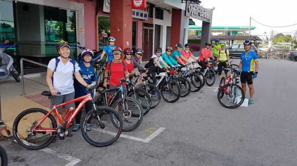 How To Ride Safely In A Group